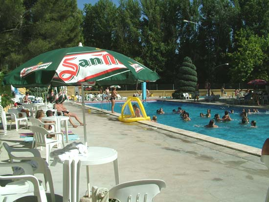Hotel en priego de c rdoba piscinas del hotel r o piscina for Hotel con piscina en cordoba